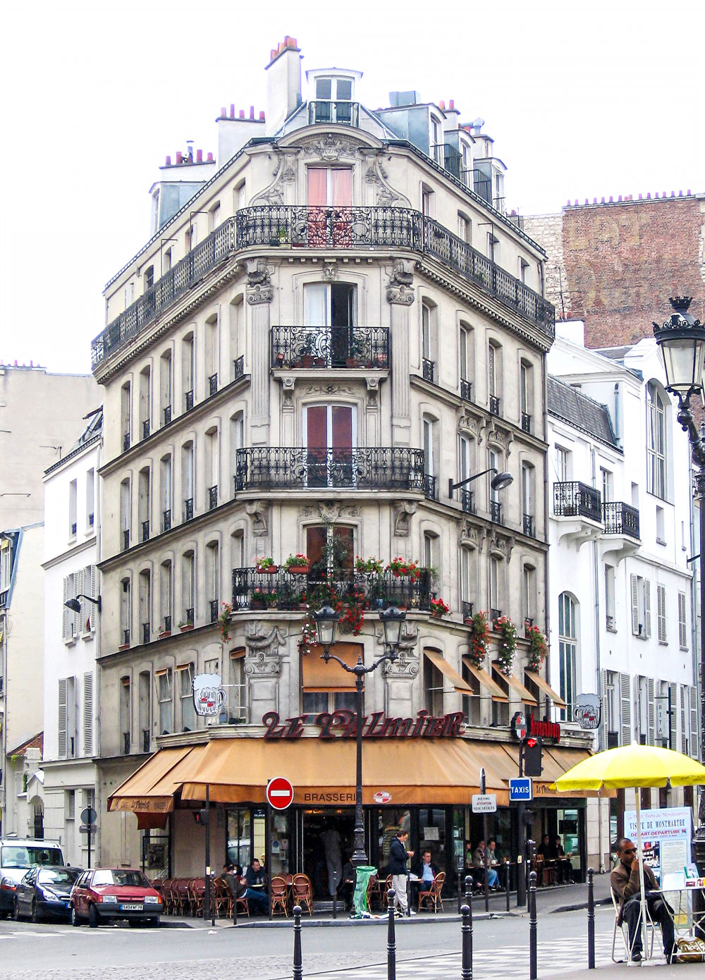 Zuri_Zuberi_paris_building