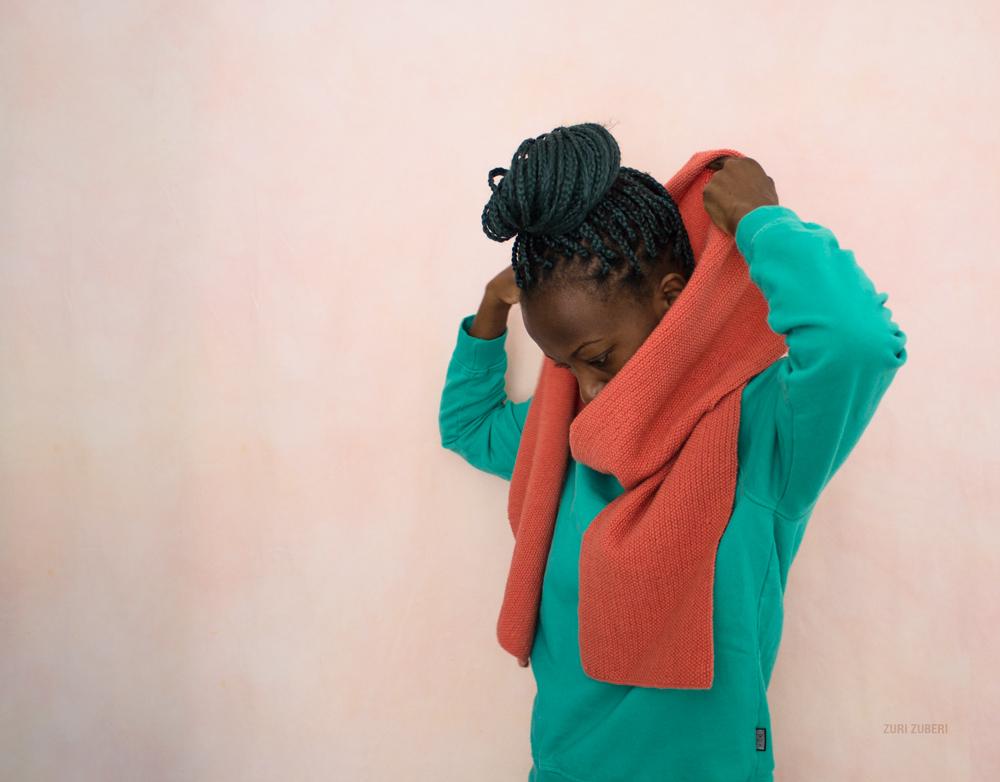 Zuri_Zuberi_peach_knitted_scarf_2