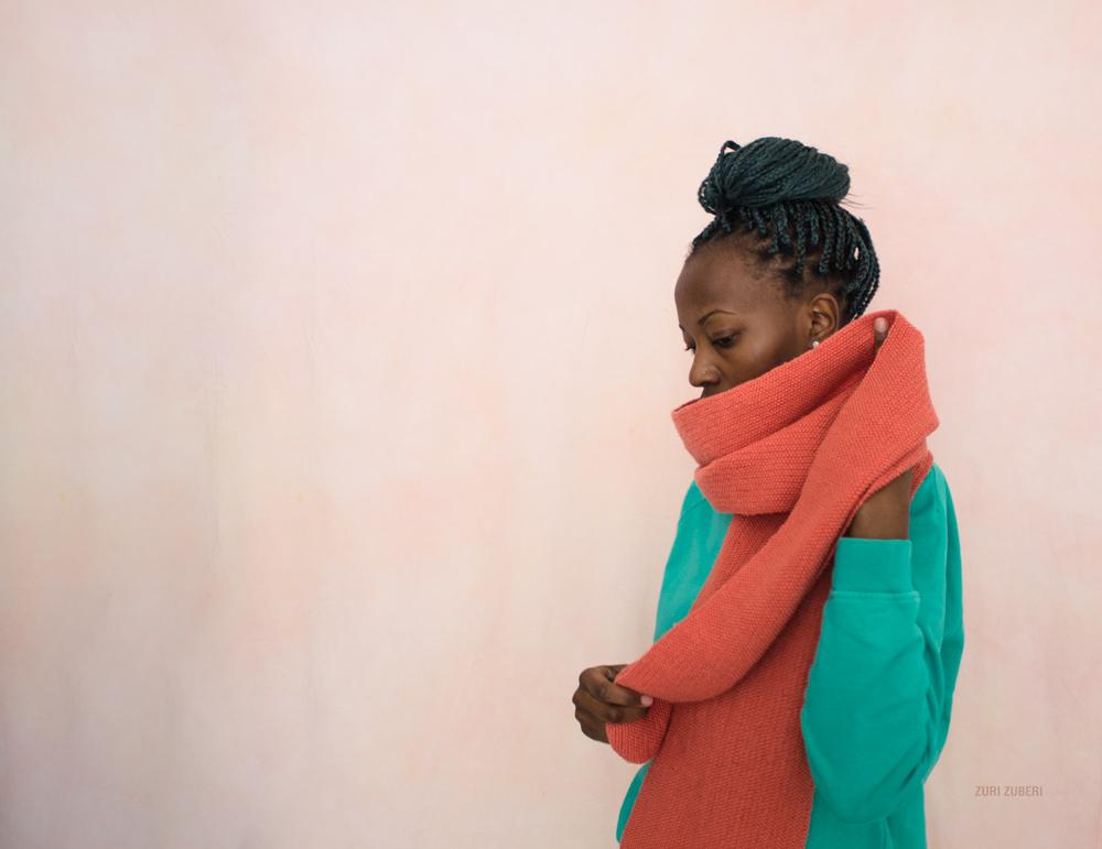 Zuri_Zuberi_peach_knitted_scarf_3